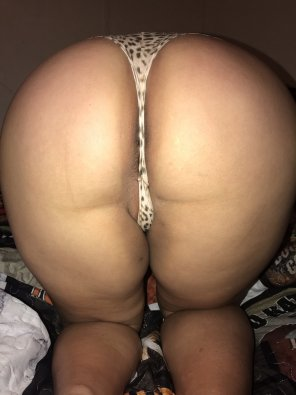 amateur photo Wifes ass in sexy thong