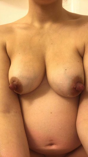 amateur photo My pregnant nipples