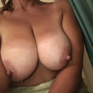amateur photo 40 [F] Hey young boy... mommy wants your mouth right here