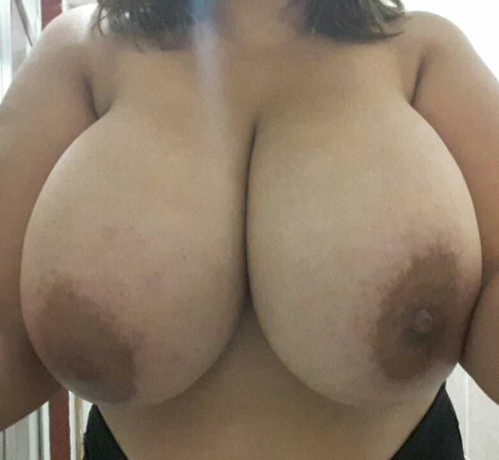Huge tits hanging Porn Photo