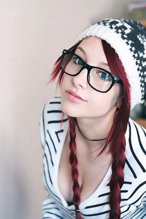 amateur photo Hipster glasses girl