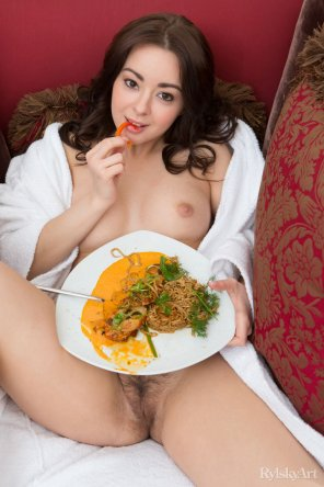 amateur photo Shania - Hungry?