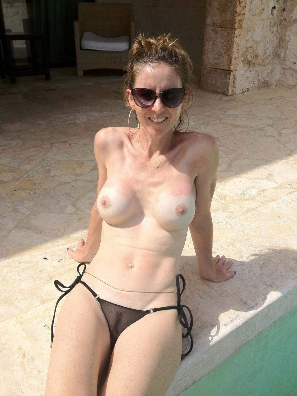 amateur milfs at the pool