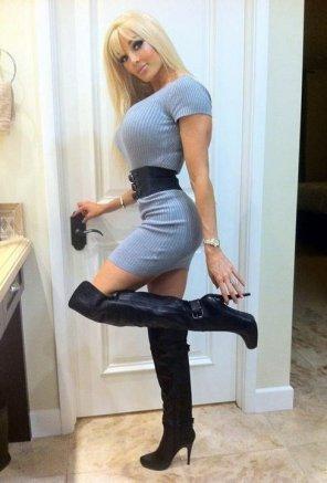 amateur photo Black leather boots