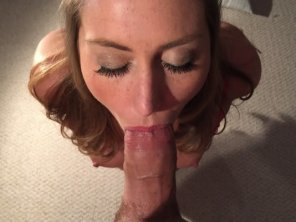 amateur photo Amateur MILF goes deep
