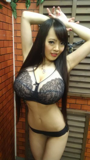amateur photo Super busty Japanese babe in black undies.