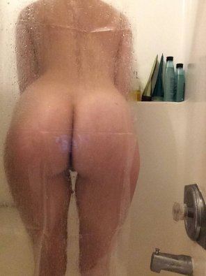 amateur photo 24 [F4M] - Snapchat: MaryMeys - In the shower :')