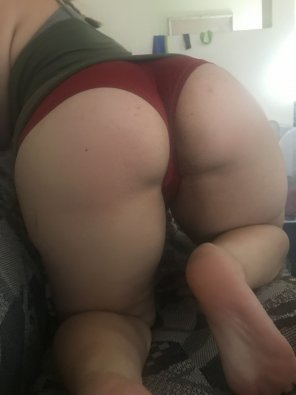amateur photo nerdy 18yo with a thick booty hoping u like the shorts :)