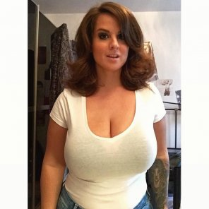 amateur photo White tee