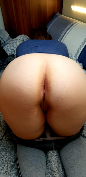 amateur photo 25F fiancée doing her bit for the cause! Free to use 😈