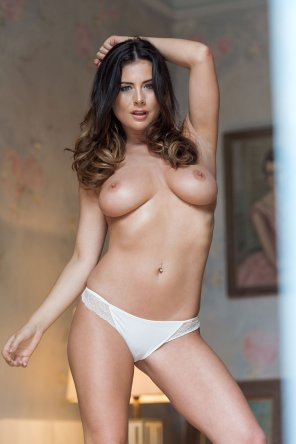 amateur photo Kelly Hall for Page 3