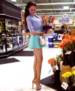 "amateur photo 6'2"" in heels going shopping"