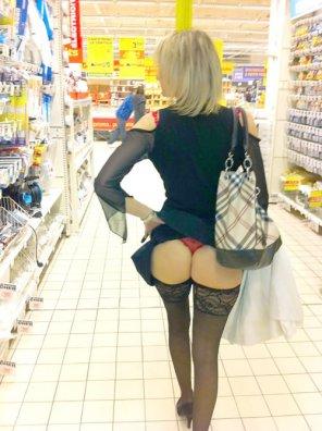 amateur photo Sneak peak while getting groceries
