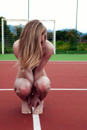 amateur photo Embarrassed naked girl at the track