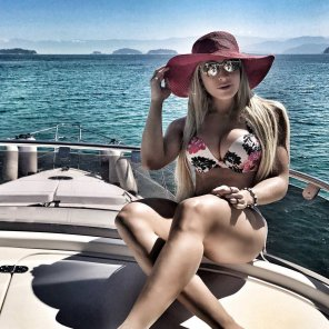 amateur photo PictureYacht girl