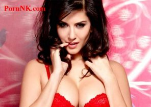amateur photo sunny leone being sexy is alright
