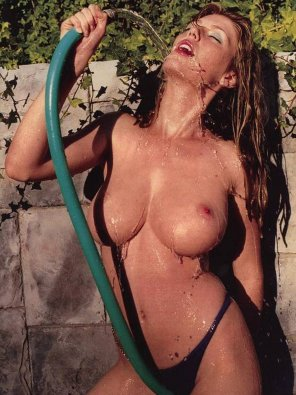 amateur photo Diora Baird's big wet 32E tits