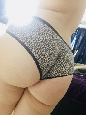 amateur photo Big booty with some fun undies