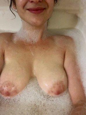 amateur photo Come slip into the bath with me. :)