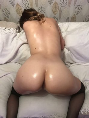 amateur photo Oily Amateur from Behind