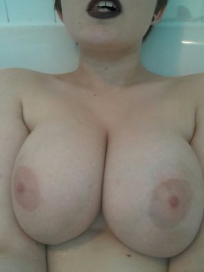 amateur photo Titties don't lie
