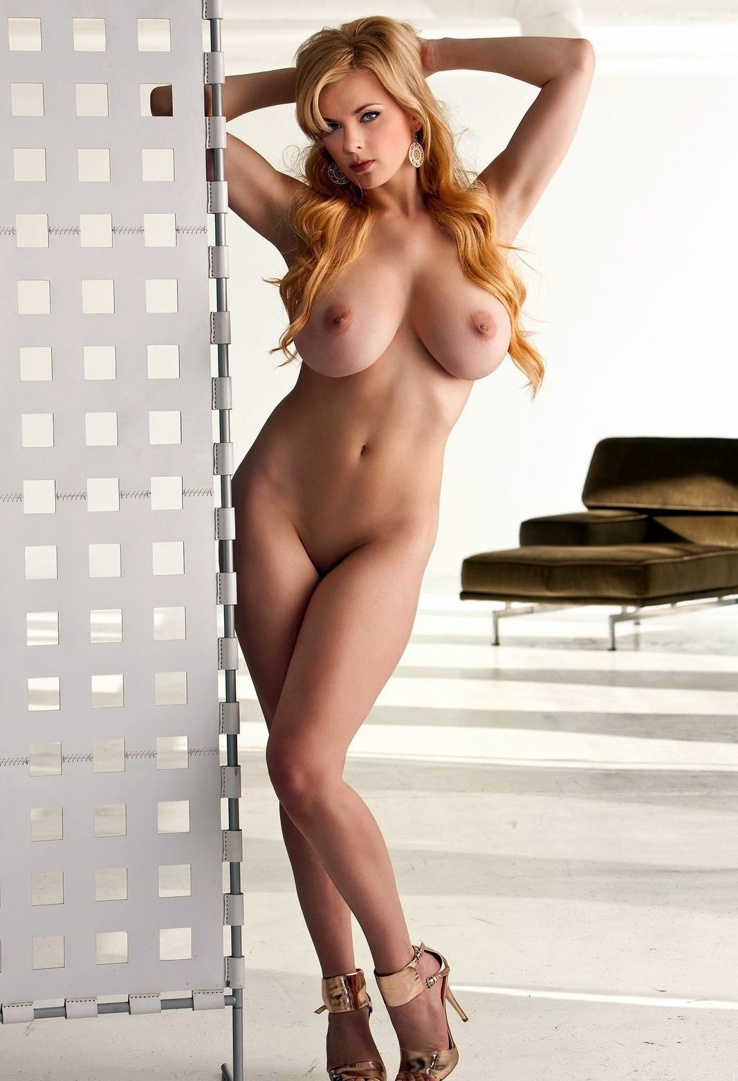 lesibian big tits porn pics