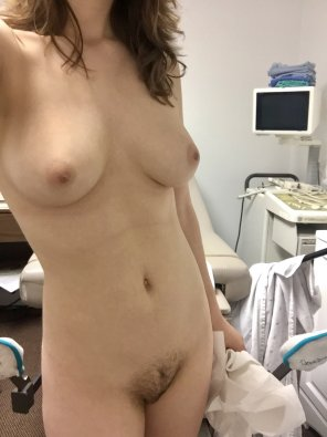 amateur photo Snuck a pic in the doctor's o[f]fice after my examination ;)