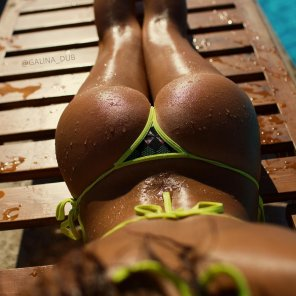 amateur photo Tanned, tiny and wet