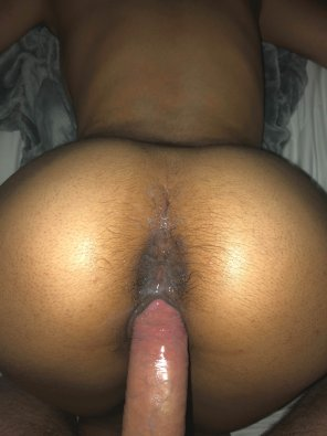 amateur photo [M] [F] getting her wet and stretching her out