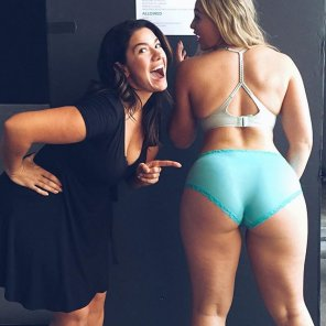 amateur photo Emma Meyer and Iskra Lawrence