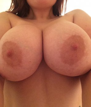 amateur photo couldn't sleep in..so here are my tits ;)