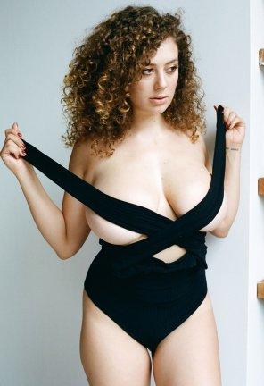 amateur photo undressing