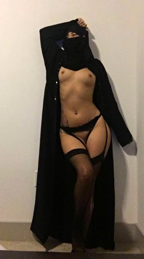 amateur photo under her abaya