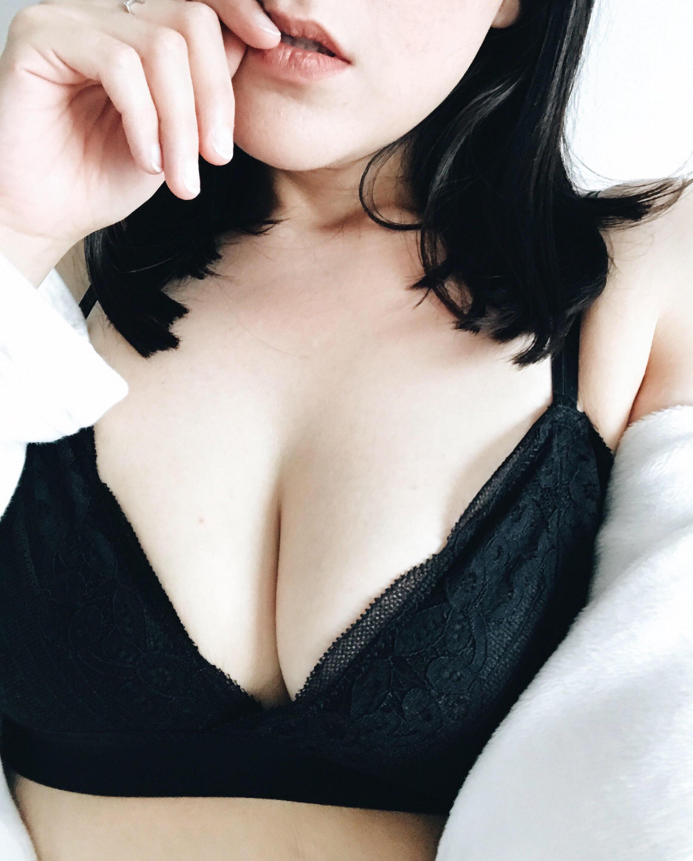 Big tits bikini video