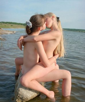 amateur photo Making out on a rock