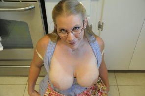 amateur photo Beautiful milf on the kitchen floor