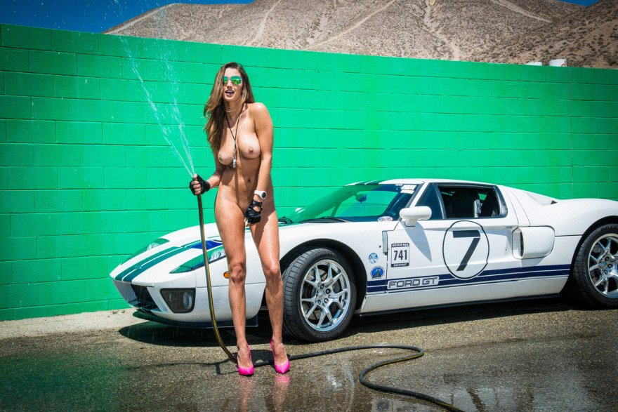 Boobs and a great car Porn Photo
