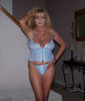 amateur photo Curvy milf in light blue