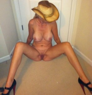 amateur photo Milf With a Hat and Heels