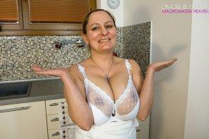 amateur photo saggy boobs in a bra