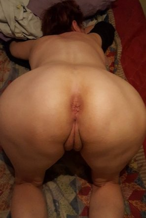 amateur photo Red's Rear Simp, ready for a pounding...