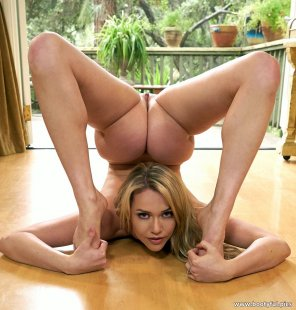 amateur photo Booty Spider - Mia Malkova