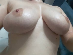 amateur photo [Image] Do you like em wet?