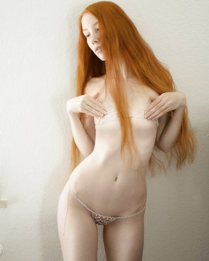 amateur photo Leila Lunatic Covered Nude