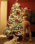 amateur photo Jojo Babie and her beautiful christmas tree.