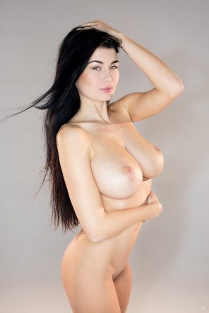 amateur photo Raven-haired beauty with perfect breasts