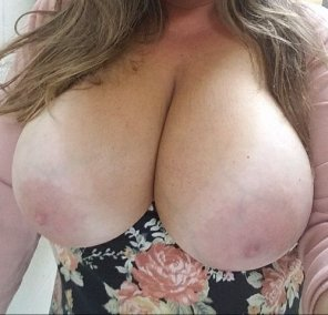 amateur photo IMAGE[Image] You know you want to run your tongue right up my cleavage, and well maybe something else too...