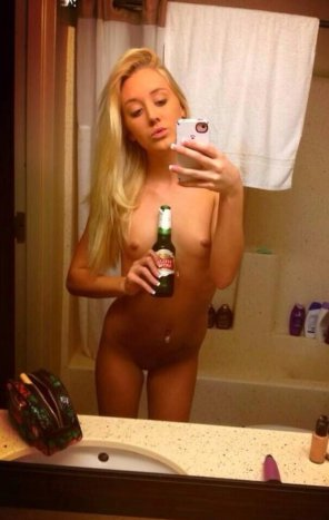 amateur photo This naked babe has to show her Stella too