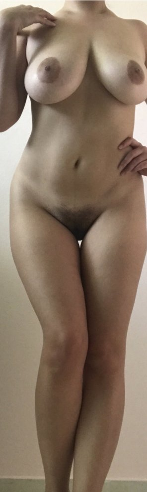 amateur photo tiny gap