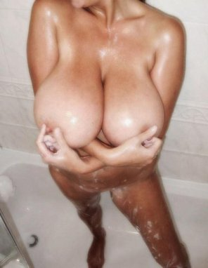 amateur photo Tease in the shower